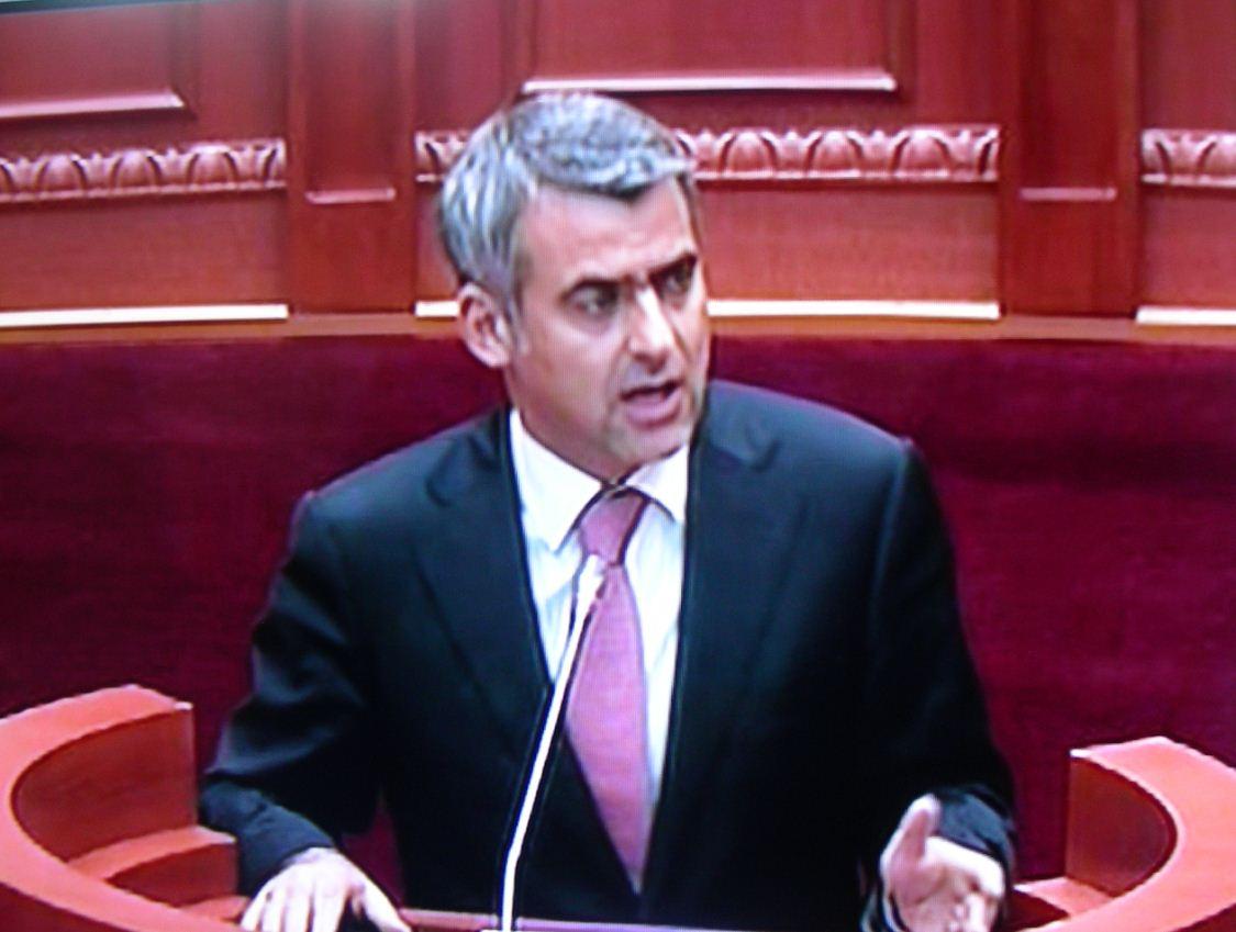 Παρέμβαση Ντούλε στη Βουλή για τις κλοπές και λεηλασίες εκκλησιών στο χώρο μας